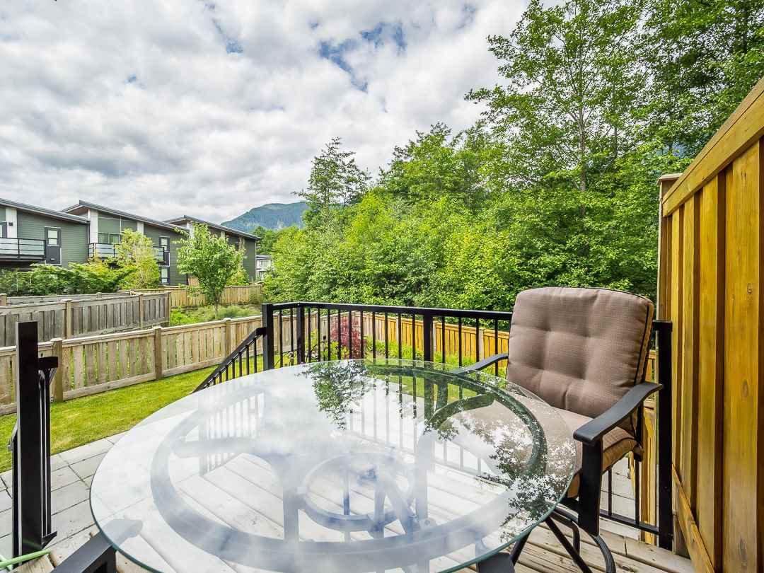 """Photo 8: Photos: 38365 SUMMIT'S VIEW Drive in Squamish: Downtown SQ Townhouse for sale in """"The Falls"""" : MLS®# R2278047"""