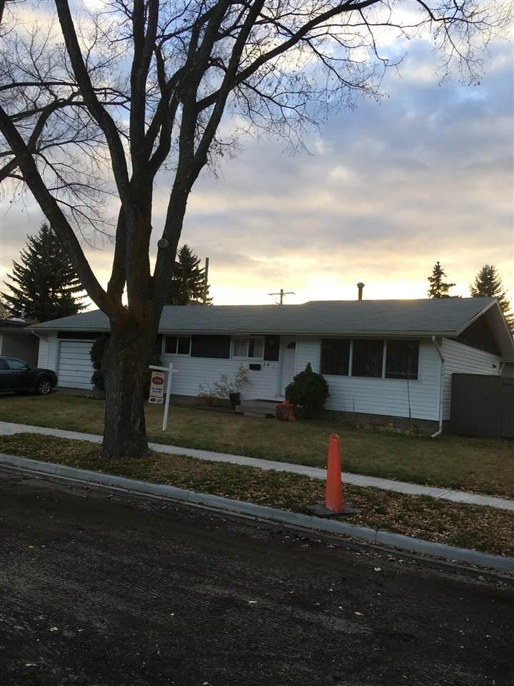 Main Photo: 74 GRANDIN Road: St. Albert House for sale : MLS®# E4133996