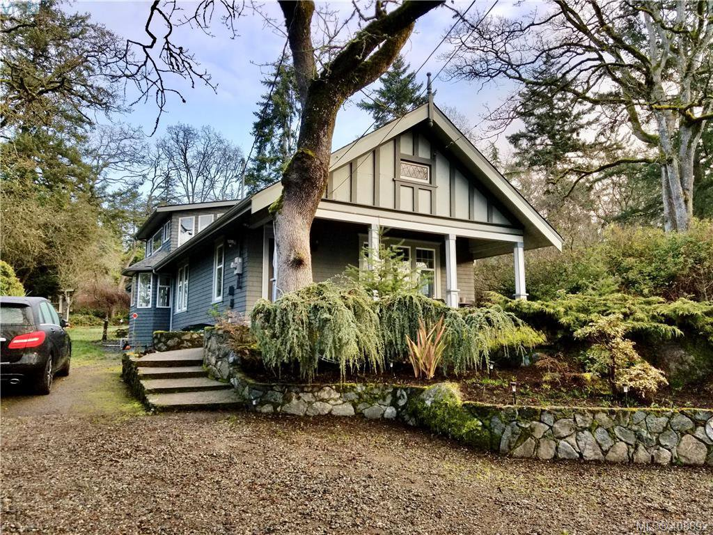 Main Photo: 1086 W Burnside Road in VICTORIA: SW Strawberry Vale Single Family Detached for sale (Saanich West)  : MLS®# 408892