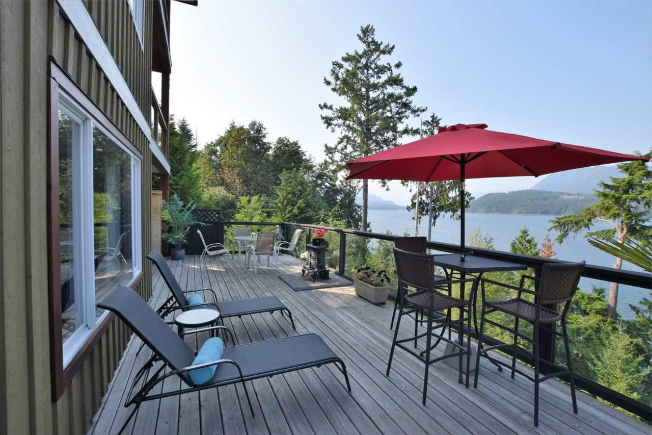 Main Photo: 6164 POISE ISLAND Drive in Sechelt: Sechelt District House for sale (Sunshine Coast)  : MLS®# R2372407