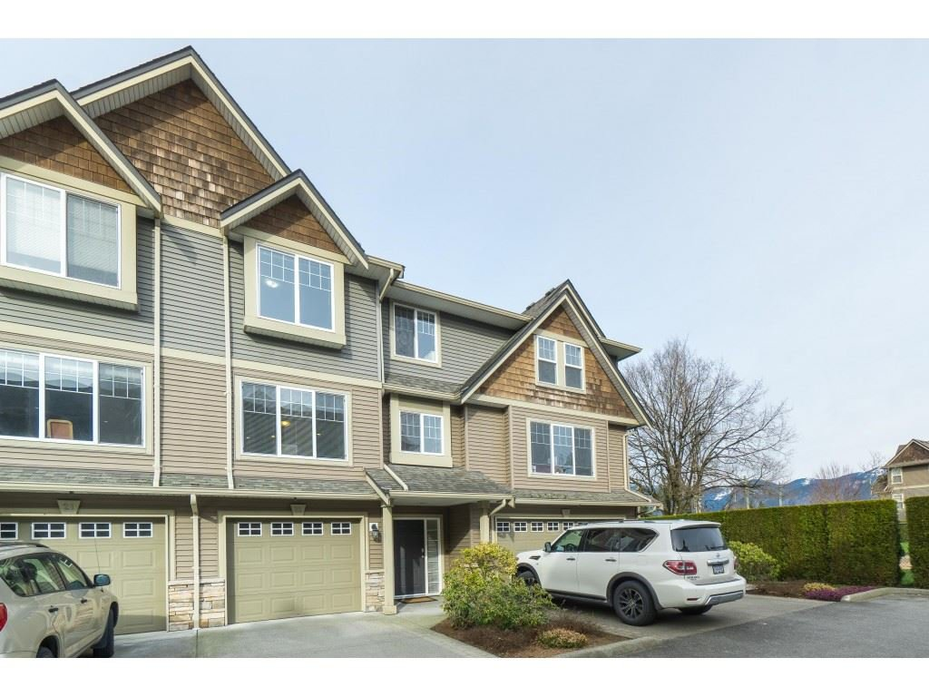 Main Photo: 22 8830 NOWELL Street in Chilliwack: Chilliwack E Young-Yale Townhouse for sale : MLS®# R2445924