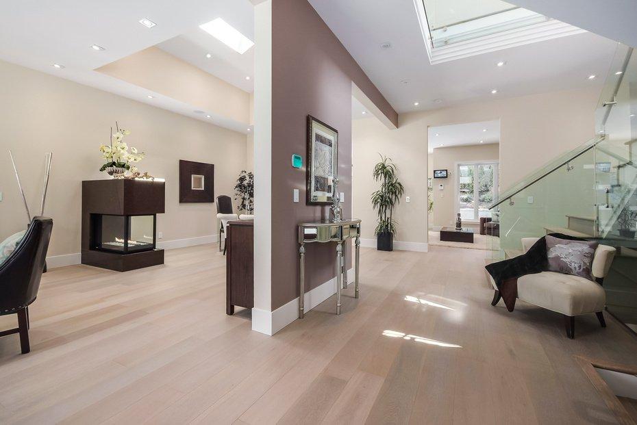Photo 2: Photos: 3694 LORAINE AV in EDGEMONT VILLAGE AREA: Edgemont Home for sale ()  : MLS®# V1078425