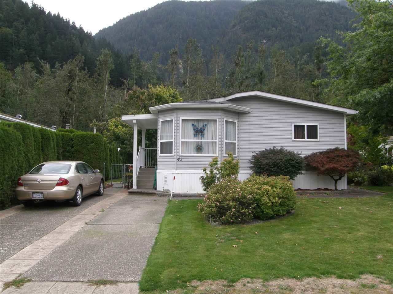 Main Photo: 43 62790 FLOOD HOPE Road in Hope: Hope Center Manufactured Home for sale : MLS®# R2076321
