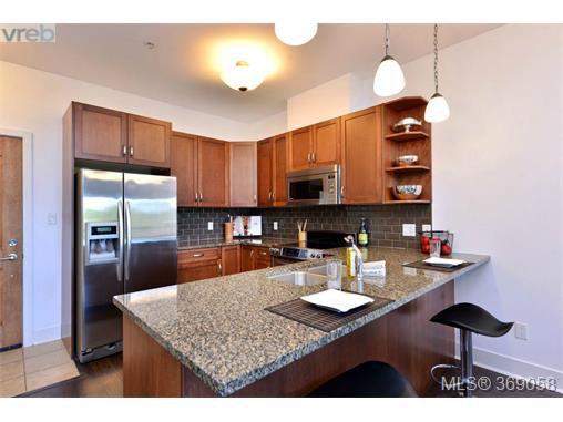 Photo 3: Photos: 407 866 Brock Ave in VICTORIA: La Langford Proper Condo for sale (Langford)  : MLS®# 740121
