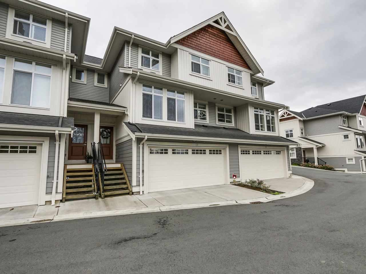 "Main Photo: 25 7198 179 Street in Surrey: Cloverdale BC Townhouse for sale in ""Walnut Ridge"" (Cloverdale)  : MLS®# R2114634"