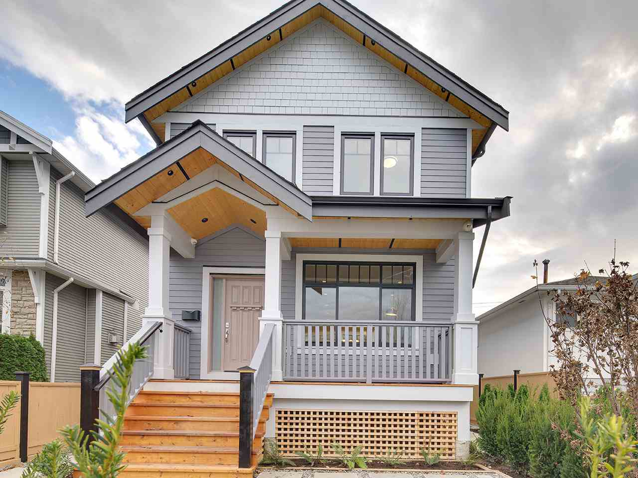 Main Photo: 1524 E PENDER Street in Vancouver: Hastings House 1/2 Duplex for sale (Vancouver East)  : MLS®# R2122115
