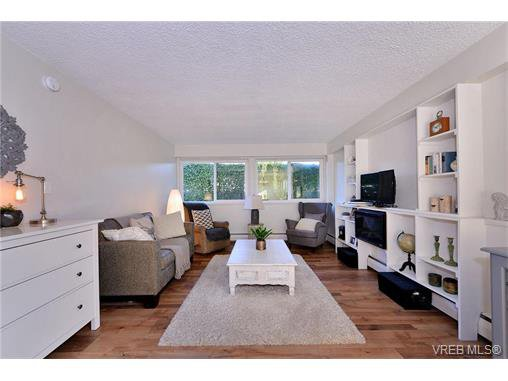 Main Photo: 110 777 Cook St in VICTORIA: Vi Downtown Condo for sale (Victoria)  : MLS®# 746073