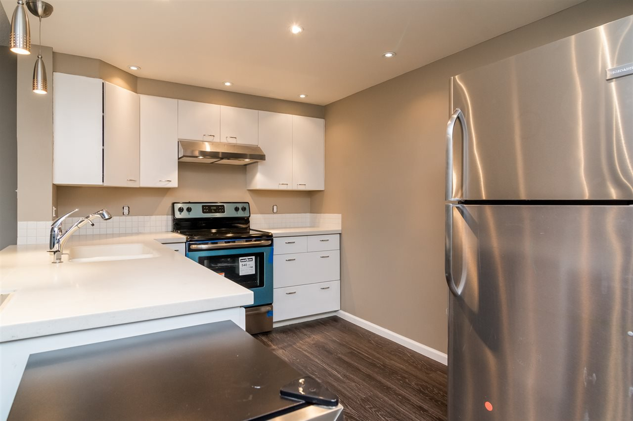 "Main Photo: 403 121 TENTH Street in New Westminster: Uptown NW Condo for sale in ""VISTA ROYALE"" : MLS®# R2128368"