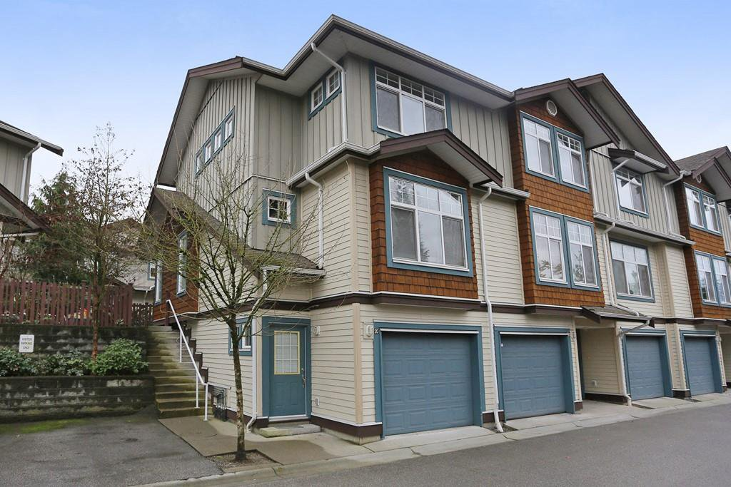 "Main Photo: 20 16588 FRASER Highway in Surrey: Fleetwood Tynehead Townhouse for sale in ""CASTLE PINES"" : MLS®# R2147549"