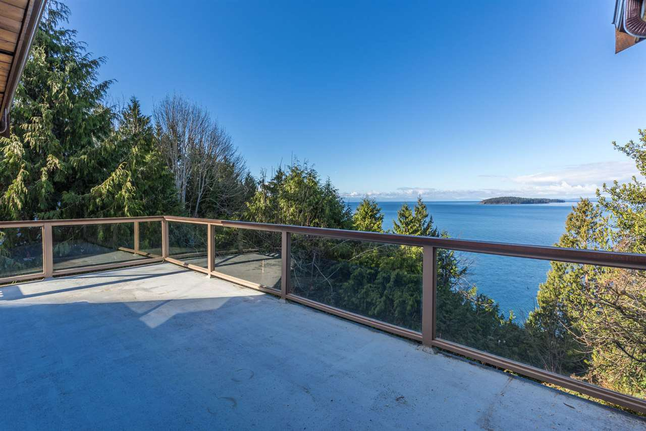 "Photo 4: Photos: 5159A&B SUNSHINE COAST Highway in Sechelt: Sechelt District House for sale in ""SELMA PARK"" (Sunshine Coast)  : MLS®# R2148646"