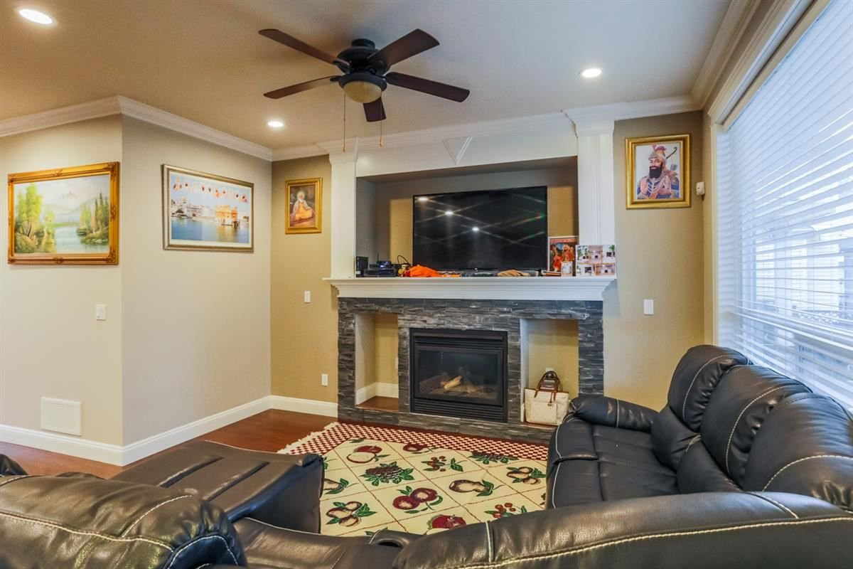 Photo 5: Photos: 5959 128A STREET in Surrey: Panorama Ridge House for sale : MLS®# R2212921