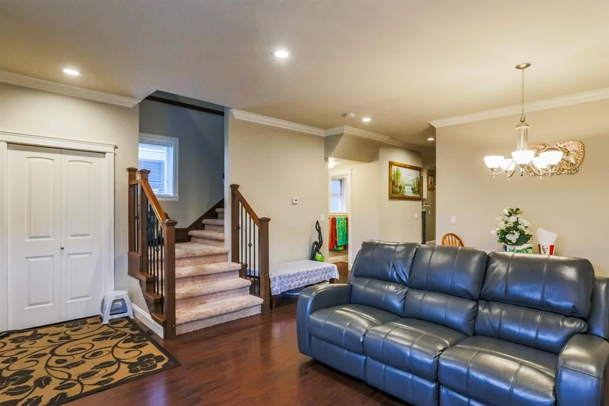 Photo 3: Photos: 5959 128A STREET in Surrey: Panorama Ridge House for sale : MLS®# R2212921