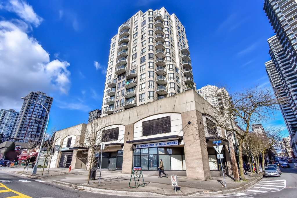 "Main Photo: 101 55 TENTH Street in New Westminster: Downtown NW Condo for sale in ""WESTMINSTER TOWERS"" : MLS®# R2244703"
