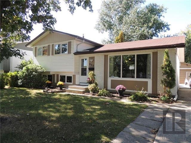 Main Photo: 900 Isbister Street in Winnipeg: Crestview Residential for sale (5H)  : MLS®# 1824712