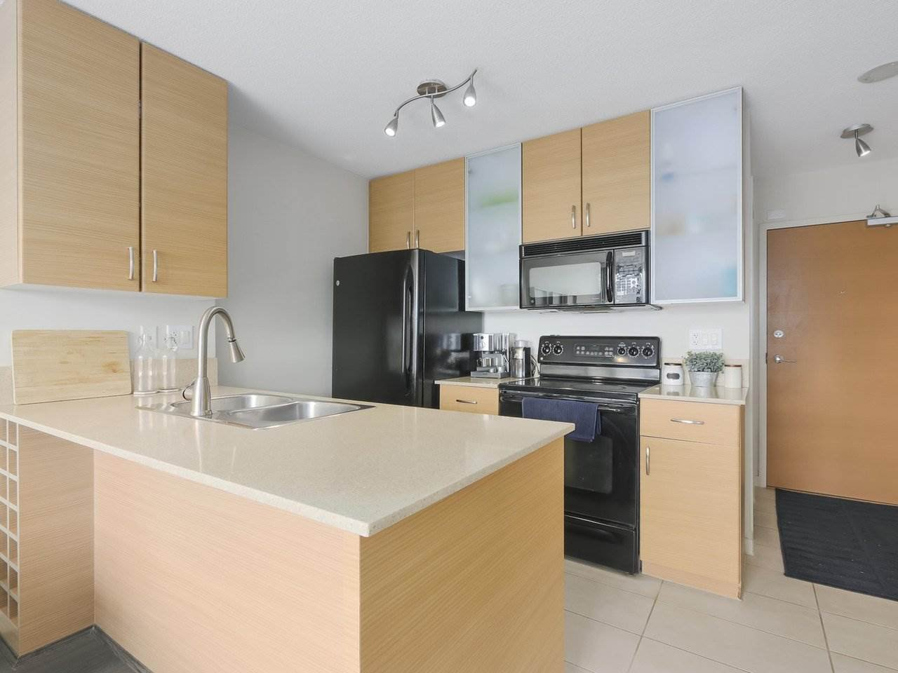 """Main Photo: 2306 977 MAINLAND Street in Vancouver: Yaletown Condo for sale in """"YALETOWN PARK 3"""" (Vancouver West)  : MLS®# R2367819"""