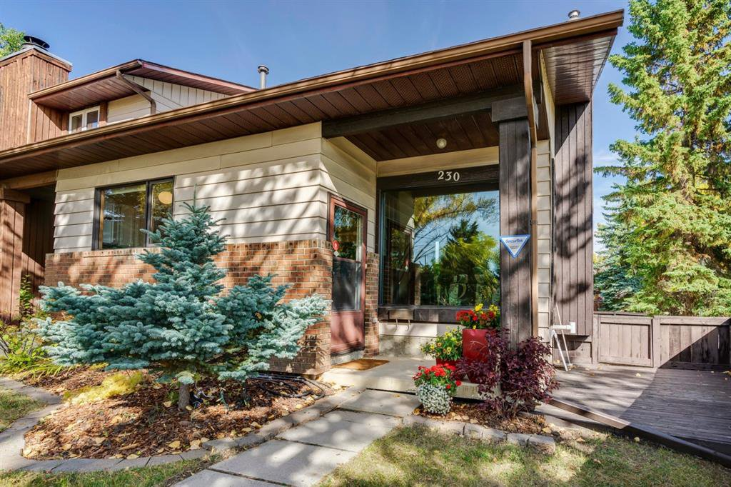 Welcome to 230 Edgedale Place - no condo fees!!