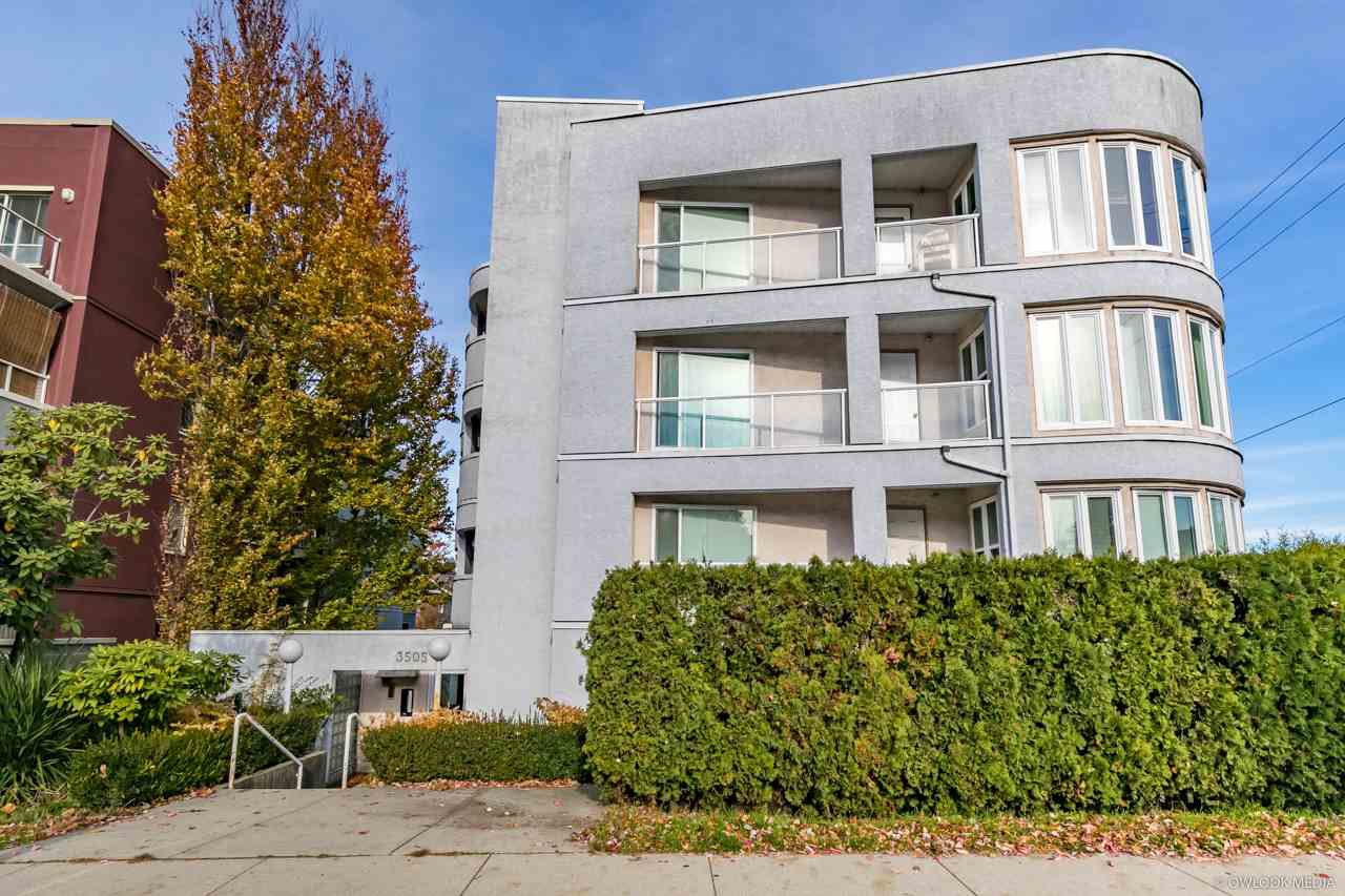 "Main Photo: 303 3505 W BROADWAY Street in Vancouver: Kitsilano Condo for sale in ""COLLINGWOOD PLACE"" (Vancouver West)  : MLS®# R2503438"