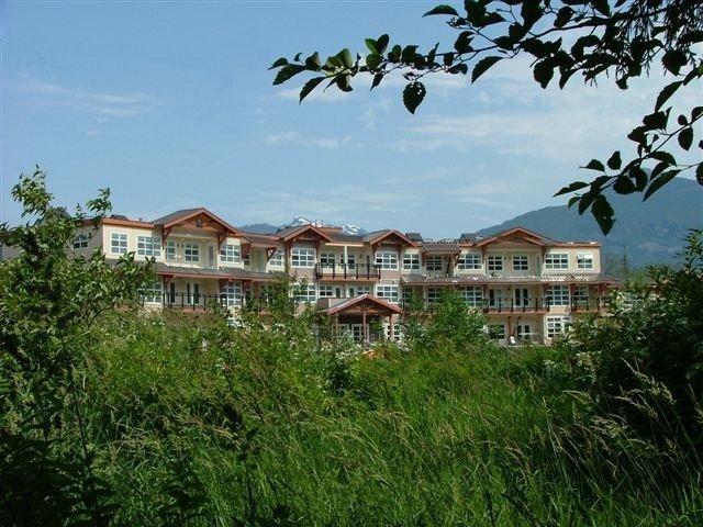 "Main Photo: 118 41105 TANTALUS Road in Squamish: Tantalus Condo for sale in ""THE GALLERIES"" : MLS®# R2517137"