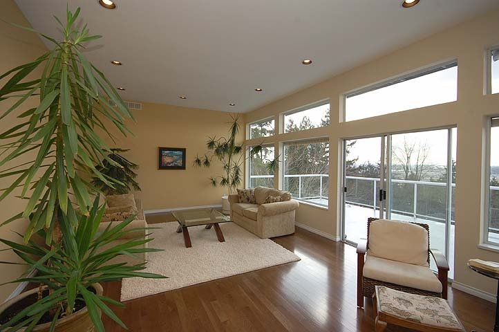 Photo 2: Photos: 924 LONDON Place in New Westminster: Connaught Heights House for sale : MLS®# V873832