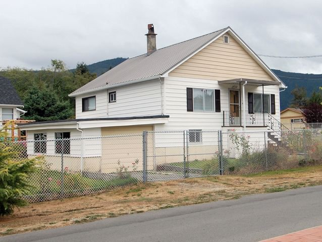 Main Photo: 44 LAKEVIEW AVENUE in LAKE COWICHAN: House for sale : MLS®# 344685