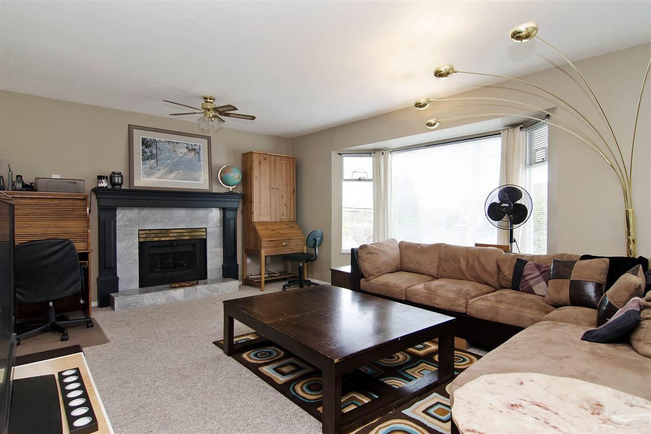 Main Photo: 20058 WANSTEAD Street in Maple Ridge: Southwest Maple Ridge House for sale : MLS®# R2011791