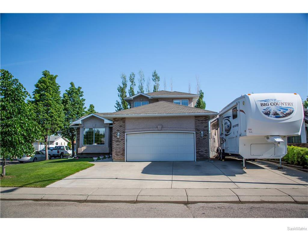 Main Photo: 203 Scissons Court in Saskatoon: Silverspring Residential for sale : MLS®# 613638