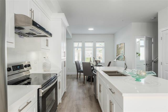 Photo 4: Photos: 106 320 Casey Street in Coquitlam: Maillardville Townhouse for sale : MLS®# r2195624