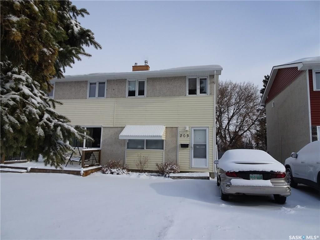 Main Photo: 203 Dorothy Street in Regina: Dieppe Place Residential for sale : MLS®# SK711064
