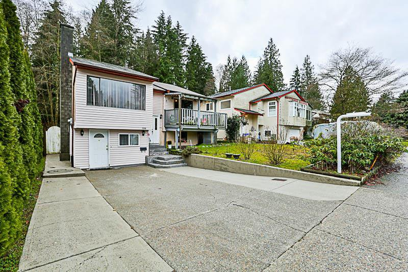 "Main Photo: 3218 SALT SPRING Avenue in Coquitlam: New Horizons House for sale in ""NEW HORIZONS"" : MLS®# R2235514"