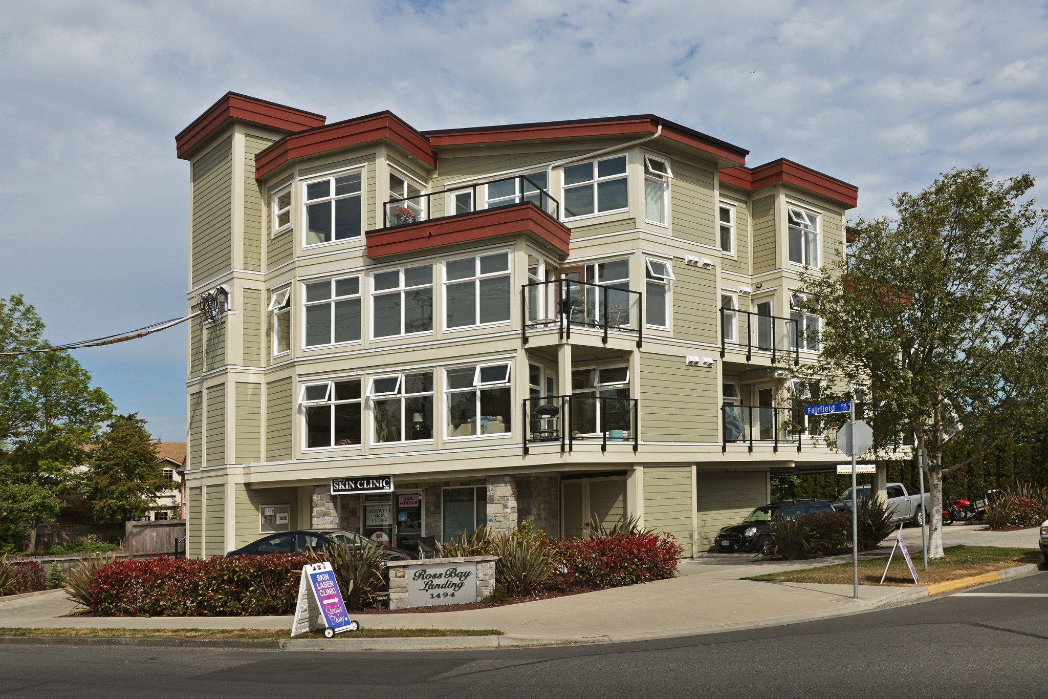 Main Photo: 301 1494 Fairfield Road in VICTORIA: Vi Fairfield West Condo Apartment for sale (Victoria)  : MLS®# 389023