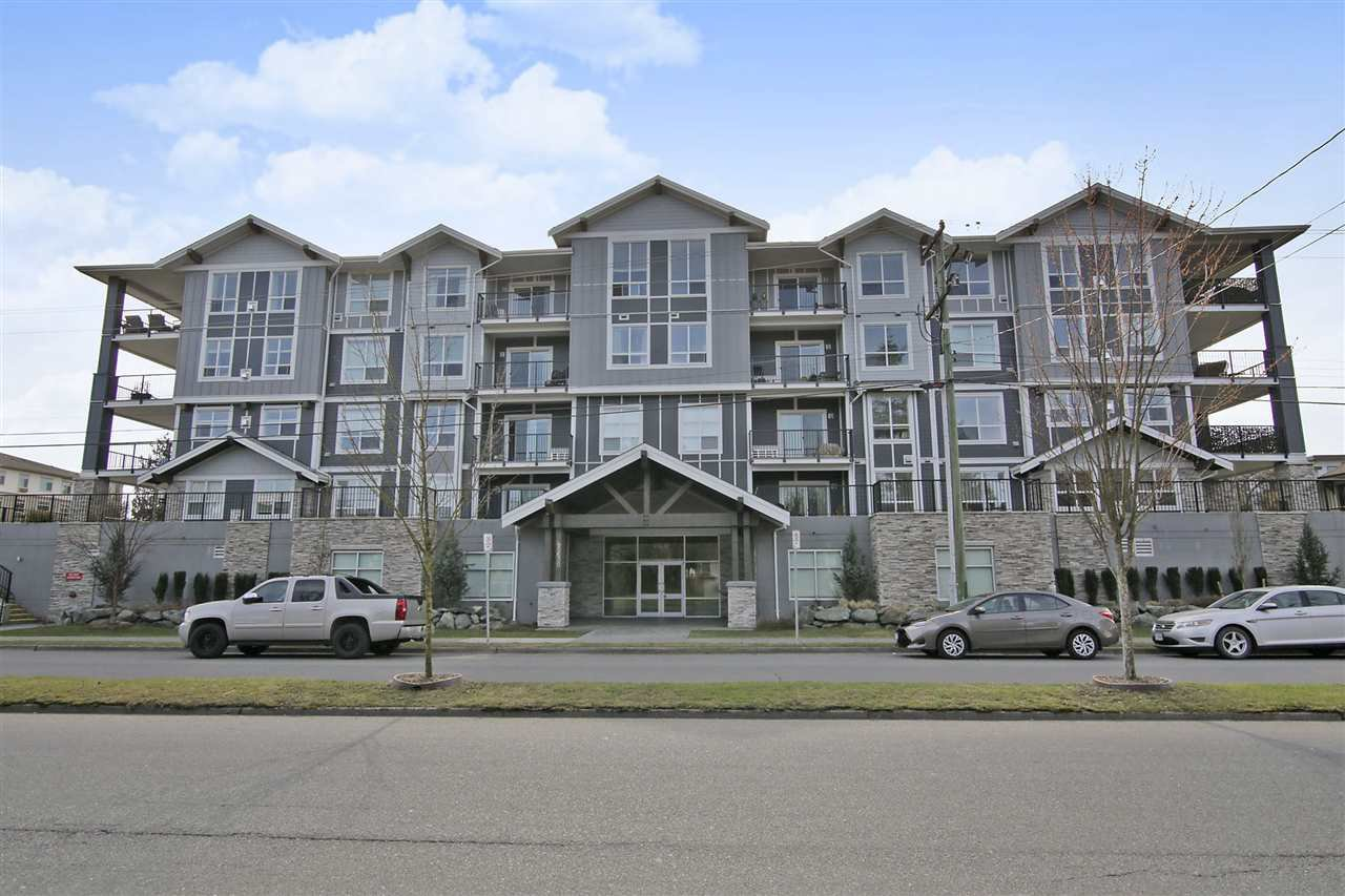 "Main Photo: 205 45630 SPADINA Avenue in Chilliwack: Chilliwack W Young-Well Condo for sale in ""The Boulevard"" : MLS®# R2351195"