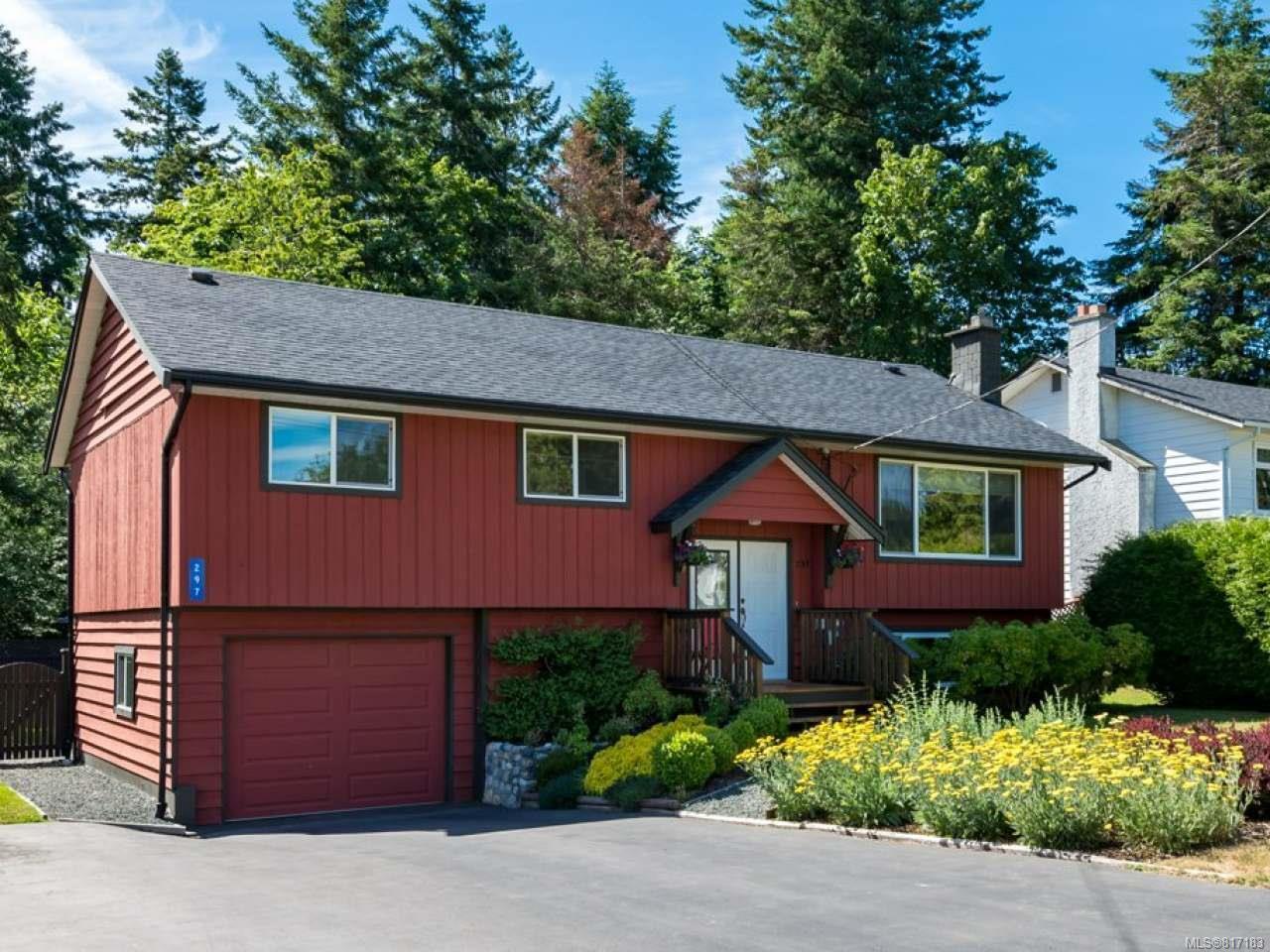 Main Photo: 297 Quadra Pl in COMOX: CV Comox (Town of) House for sale (Comox Valley)  : MLS®# 817183