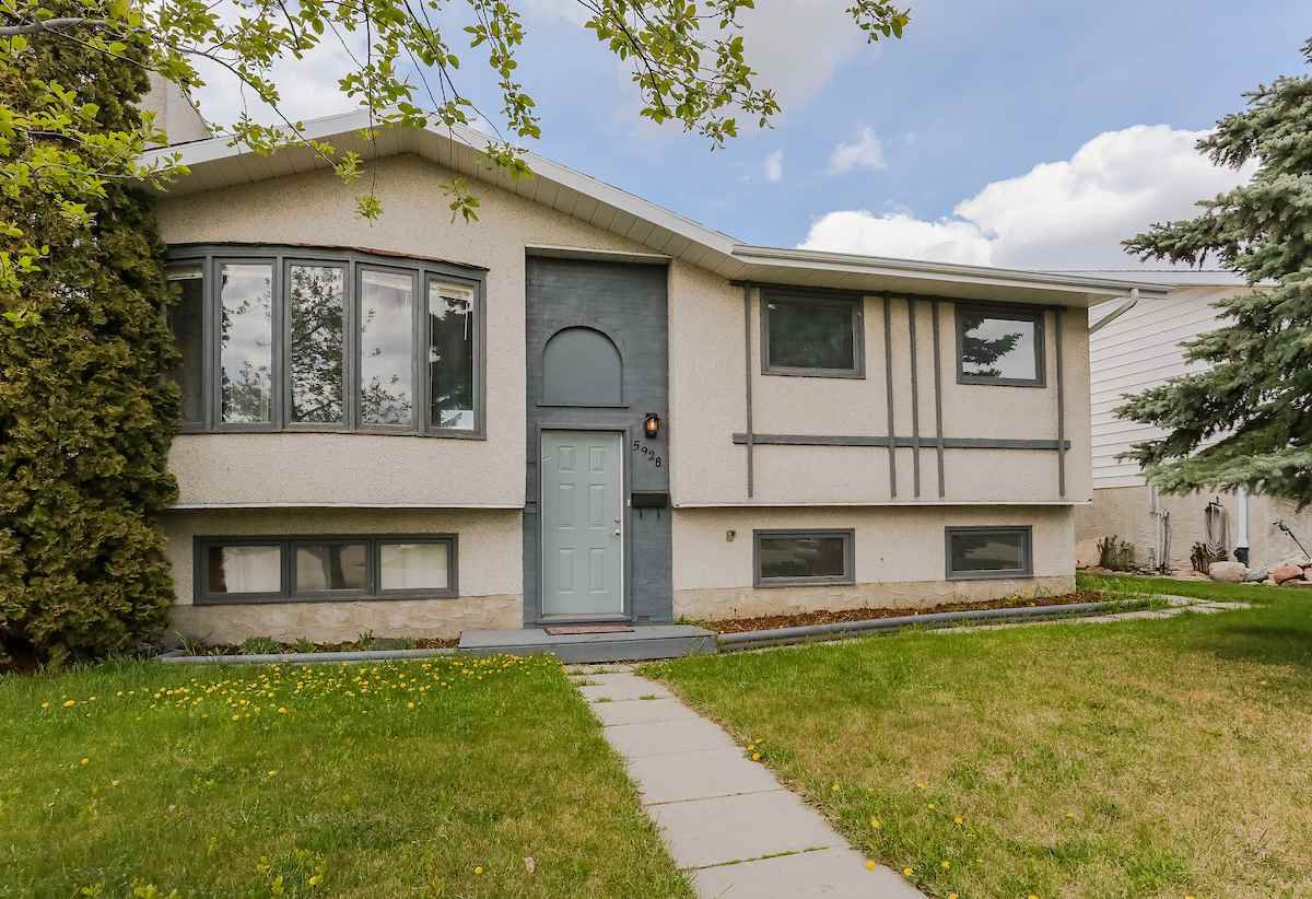 Main Photo: 5928 11 Avenue in Edmonton: Zone 29 House for sale : MLS®# E4169561