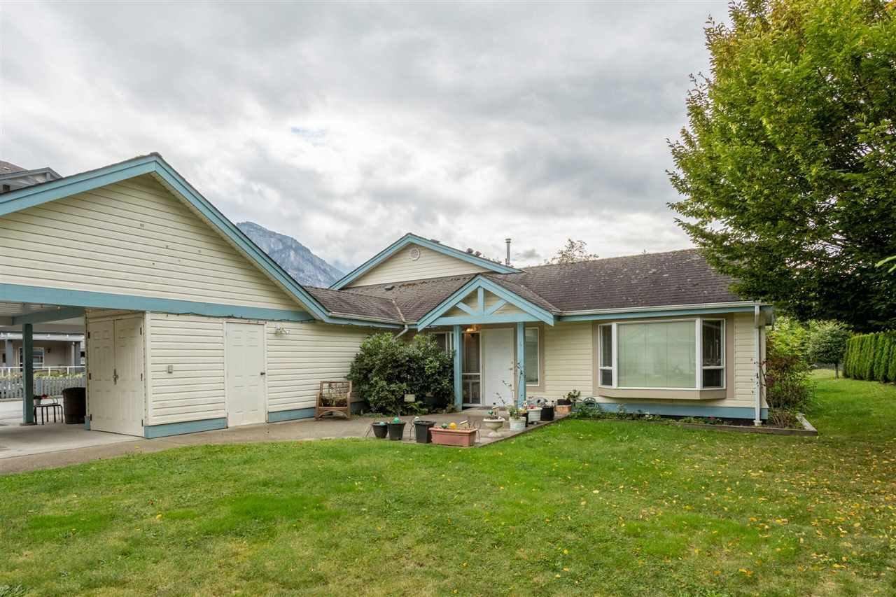 "Main Photo: 4 1201 PEMBERTON Avenue in Squamish: Downtown SQ Condo for sale in ""Eagle Grove 55+ Community"" : MLS®# R2407316"