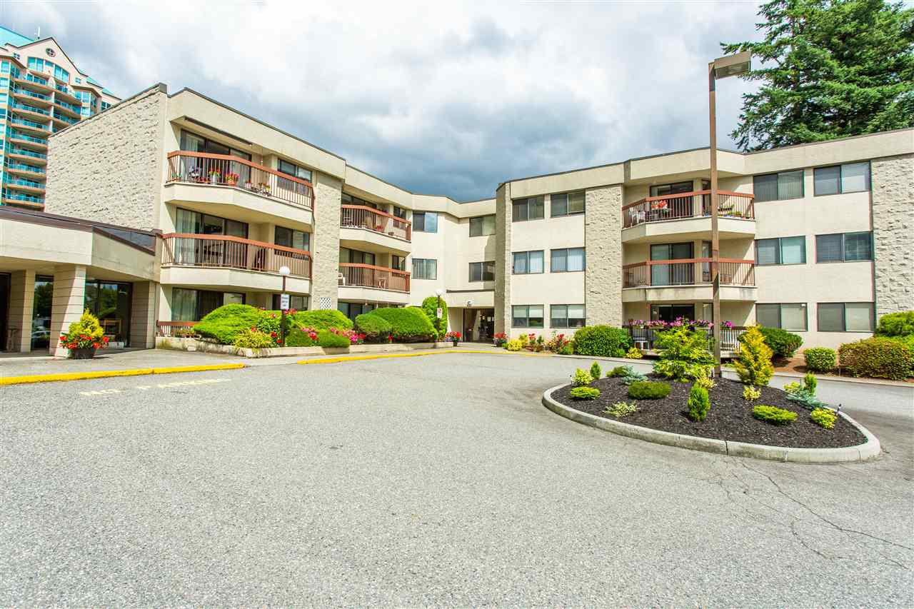 """Main Photo: 231 31955 OLD YALE Road in Abbotsford: Abbotsford West Condo for sale in """"EVERGREEN VILLAGE"""" : MLS®# R2477163"""
