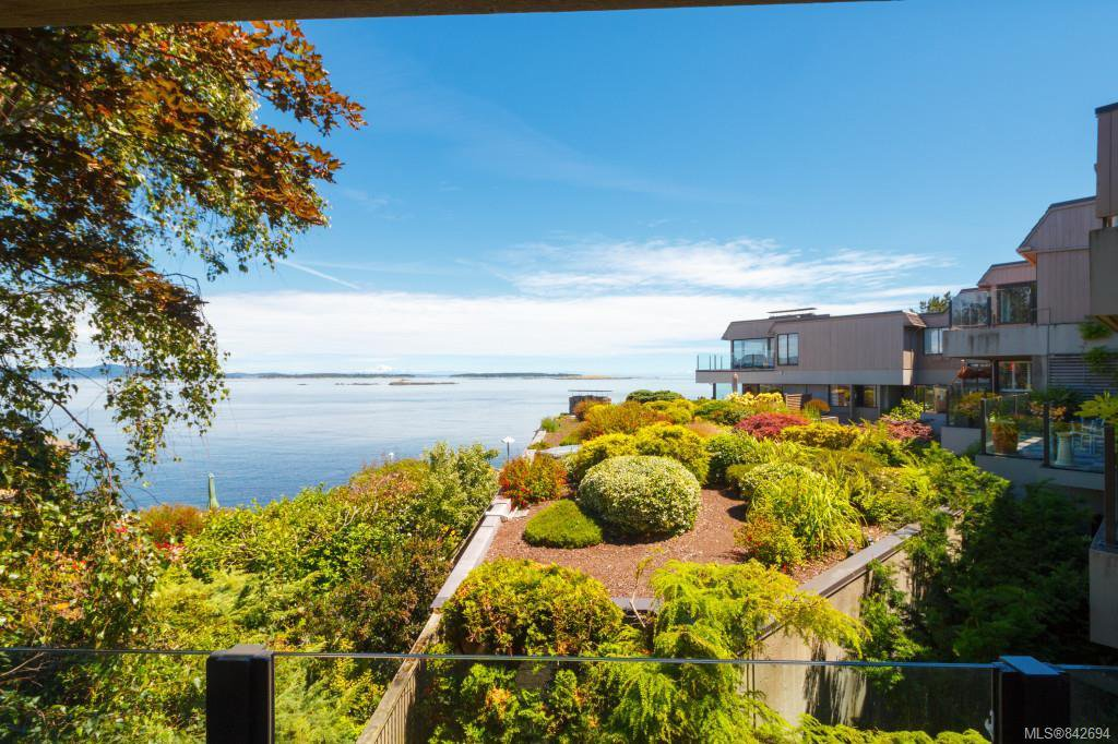 Main Photo: 201 1211 Beach Dr in Oak Bay: OB South Oak Bay Row/Townhouse for sale : MLS®# 842694