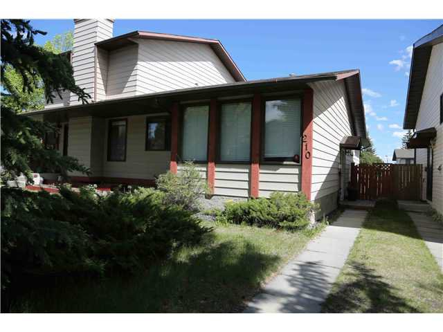 Main Photo: 210 EDGEDALE Place NW in CALGARY: Edgemont Residential Attached for sale (Calgary)  : MLS®# C3620867