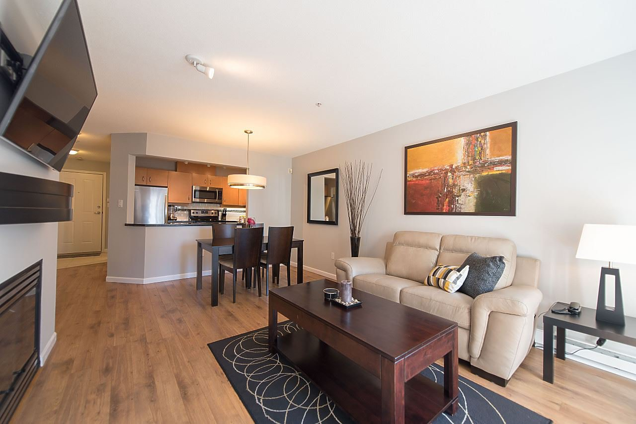 "Main Photo: 211 108 W ESPLANADE Avenue in North Vancouver: Lower Lonsdale Condo for sale in ""TRADEWINDS"" : MLS®# R2158923"