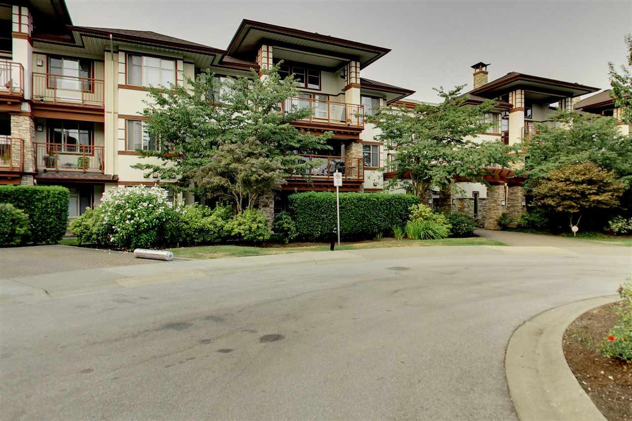 """Main Photo: 201 16499 64 Avenue in Surrey: Cloverdale BC Condo for sale in """"St. Andrews"""" (Cloverdale)  : MLS®# R2203921"""