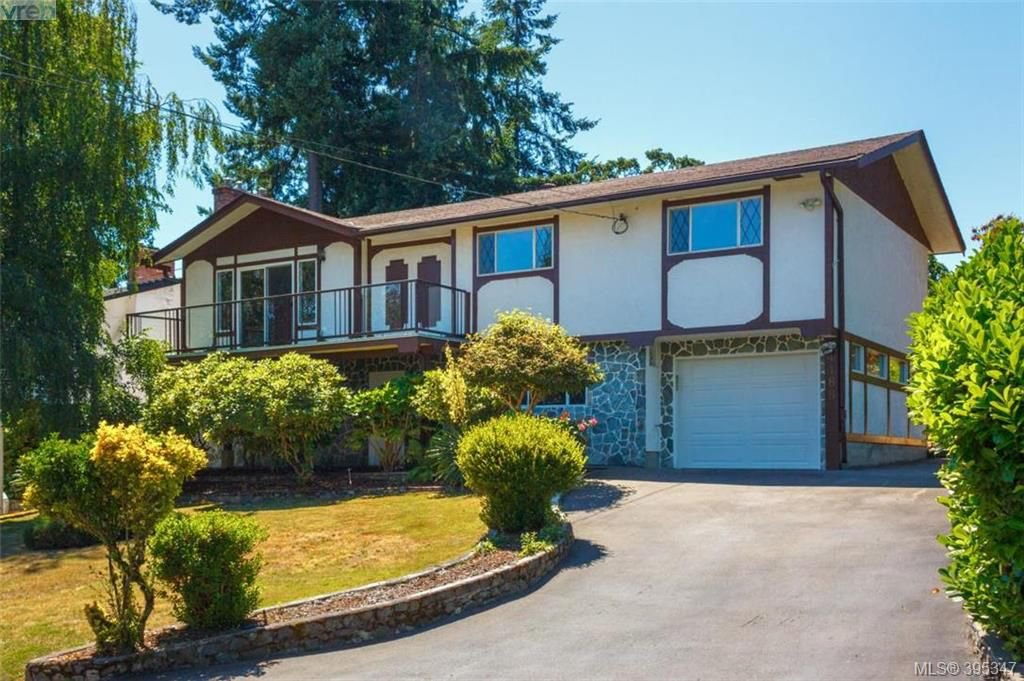 Main Photo: 4188 Bracken Ave in VICTORIA: SE Lake Hill House for sale (Saanich East)  : MLS®# 792670
