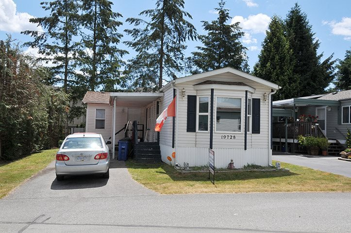 """Main Photo: 19728 POPLAR Place in Pitt Meadows: Central Meadows Manufactured Home for sale in """"MEADOW HIGHLANDS"""" : MLS®# R2318087"""