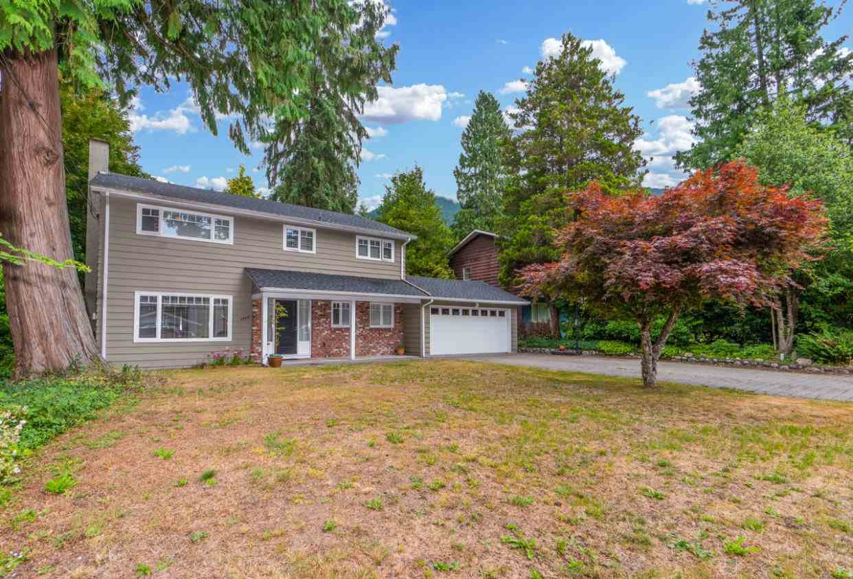 Main Photo: 1028 CANYON Boulevard in North Vancouver: Canyon Heights NV House for sale : MLS®# R2384952