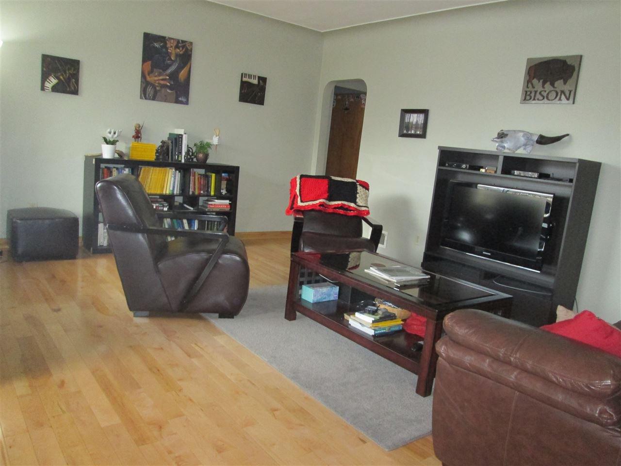 Main Photo: 11323 130 Street in Edmonton: Zone 07 House for sale : MLS®# E4180763