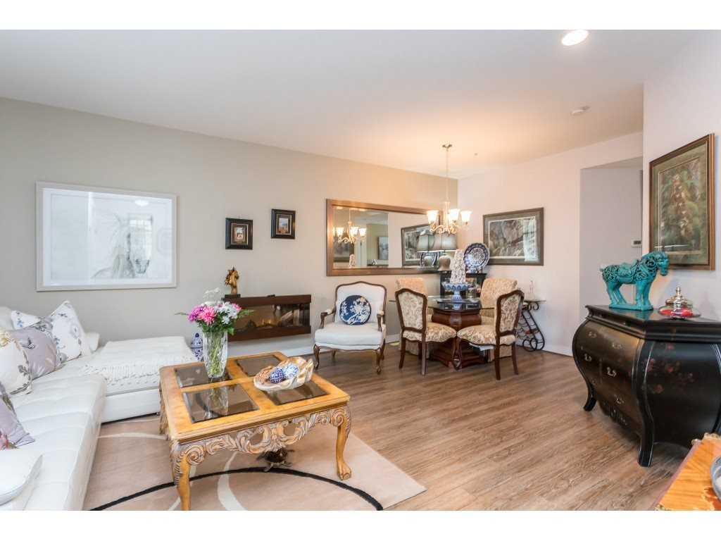 "Photo 4: Photos: 22973 BILLY BROWN Road in Langley: Fort Langley Condo for sale in ""Bedford Landing"" : MLS®# R2438448"