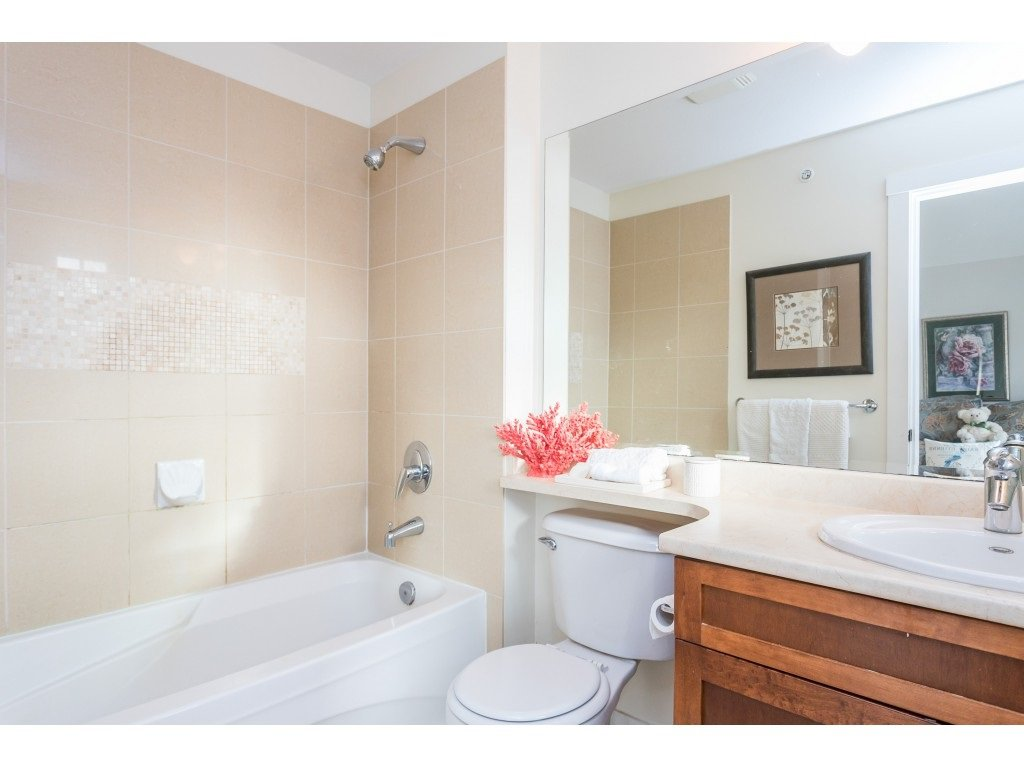 "Photo 12: Photos: 22973 BILLY BROWN Road in Langley: Fort Langley Condo for sale in ""Bedford Landing"" : MLS®# R2438448"