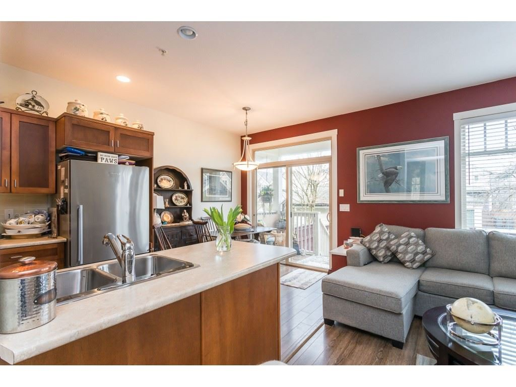 "Photo 5: Photos: 22973 BILLY BROWN Road in Langley: Fort Langley Condo for sale in ""Bedford Landing"" : MLS®# R2438448"