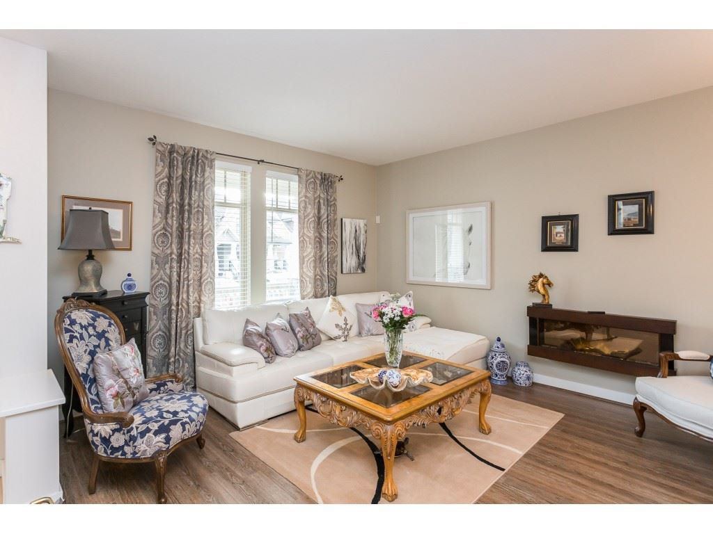 "Photo 3: Photos: 22973 BILLY BROWN Road in Langley: Fort Langley Condo for sale in ""Bedford Landing"" : MLS®# R2438448"