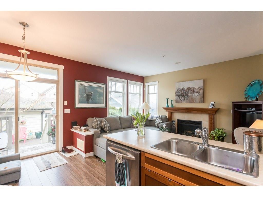 "Photo 8: Photos: 22973 BILLY BROWN Road in Langley: Fort Langley Condo for sale in ""Bedford Landing"" : MLS®# R2438448"