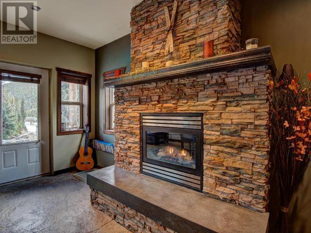 Photo 13: Photos: 16 - 308 CREEKVIEW ROAD in Penticton: House for sale : MLS®# 181333