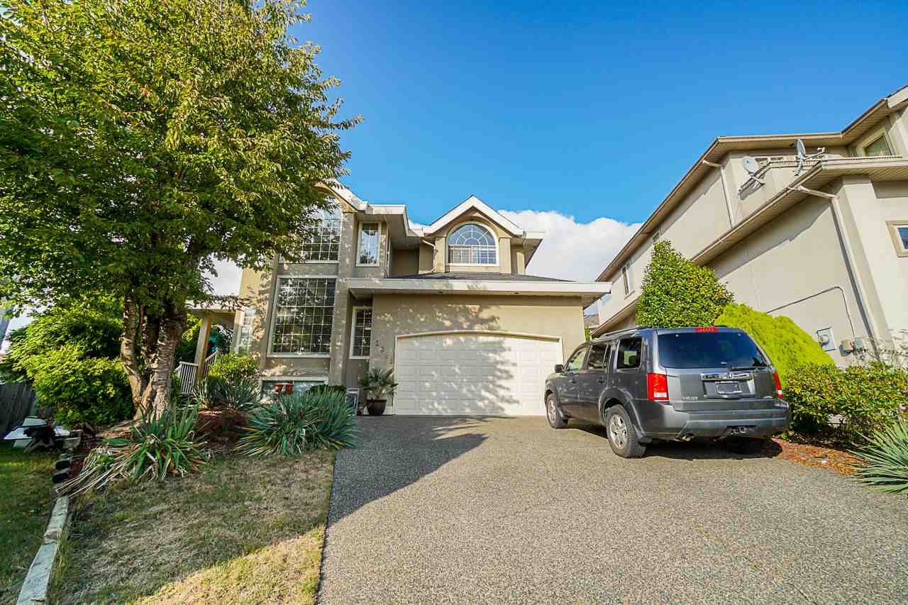 "Main Photo: 12385 63A Avenue in Surrey: Panorama Ridge House for sale in ""BOUNDARY PARK"" : MLS®# R2465233"